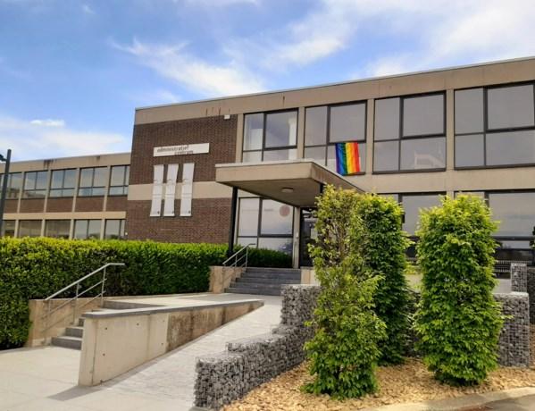 Gemeente hangt regenboogvlag uit