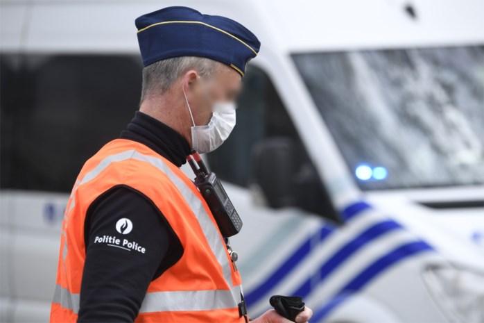 Politie legt twee tuinfeestjes stil: 31 personen krijgen een boete
