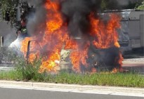 Auto brandt volledig uit in Heusden, bestuurster gewond
