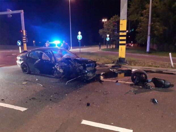 Jaguar total loss na zware klap in Hasselt: bestuurder test positief op alcohol