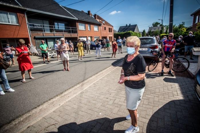 Honderden Alkenaren bezorgen Jeannine hartverwarmende thuiskomst