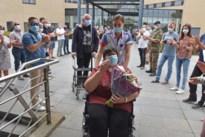 Sonja als held ontvangen bij thuiskomst na heroïsche coronastrijd