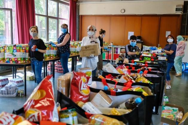 130 gezinnen krijgen extra voedselpakket