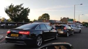 Honderden auto's schuiven aan voor heropening McDonald's Drive-Thru