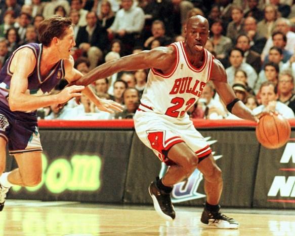 """Pizzakoerier die Michael Jordan """"vergiftigde"""" voor beruchte wedstrijd bijt van zich af en legt schuld bij basketlegende zelf"""