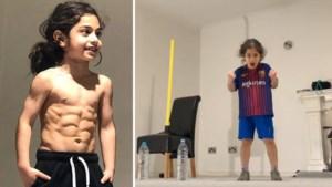 Kruising van Lionel Messi en Cristiano Ronaldo? Jongetje (6) verbaast met 'sixpack' en kunstjes