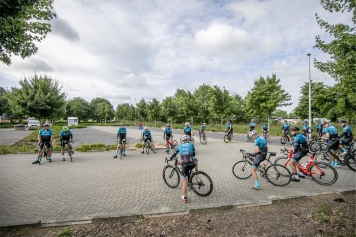 Wielertoeristen mogen weer in groep fietsen, maar afstand houden niet zo evident