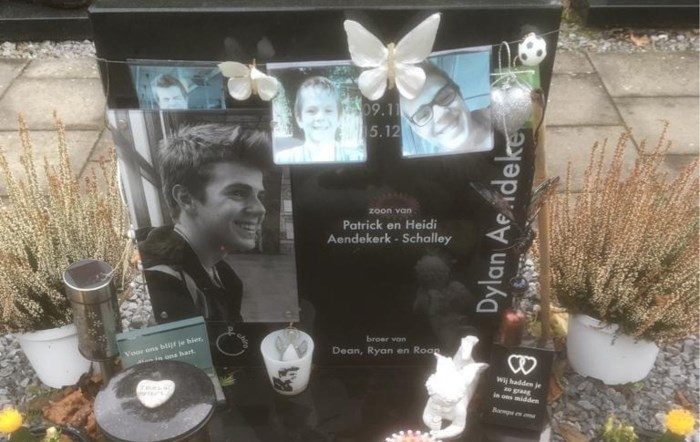 """Vijf potjes gestolen van graf van Dylan (16): """"Wie doet zoiets?"""""""