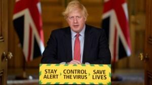 Populariteit Boris Johnson keldert nu topadviseur Cummings mag aanblijven