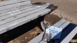 Tafel in brand gestoken aan skatepark Neeroeteren, politie zoekt getuigen