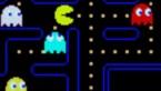 Gele happer Pac-Man magveertig kaarsjes uitblazen