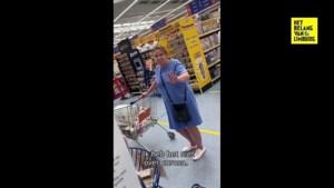 """Zorgverlener krijgt steun nadat vrouw in winkel zegt """"je verspreidt bacteriën"""", maar wordt nu zelf beschuldigd"""