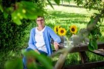 Zonnebloemen centraal in herinneringsviering voor woon-zorgcentra