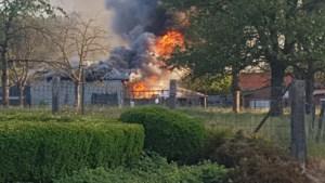 Uitslaande brand in achterbouw in Hendrieken