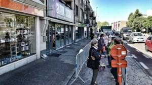 """Lange wachtrijen voor uitverkoop Limburgse Blokkers: """"Speciaal voor babysitter gezorgd"""""""