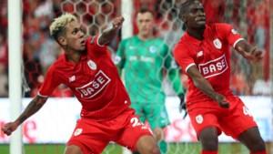 """Paul-José Mpoku en Junior Edmilson reageren na 'illegale' voetbalwedstrijd: """"De schepen sprak ons aan als een fan"""""""