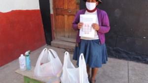 Voedselpakketten voor indiaanse gezinnen in Peru