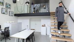 BINNENKIJKEN. Architecte Denise woont strak en sober in de Genkse Vennestraat