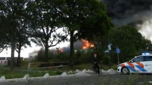 Zware brand in Nederland te zien tot in Noord-Limburg: ramen en deuren moeten dicht