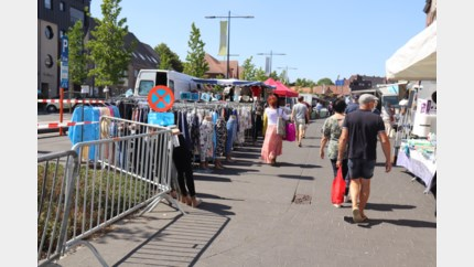 Rustige vrijdagmarkt onder zomerzonnetje