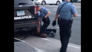 Agent opgepakt die zwarte man in Minneapolis doodde bij arrestatie