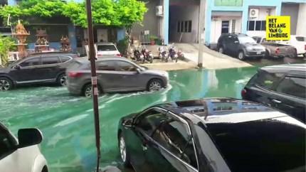 Mysterieus lichtgroen water schrikt buurt op na regenbui