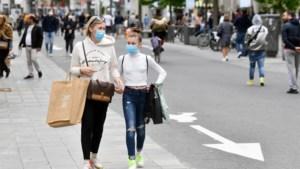 Eén op vier ergert zich aan wie winkelt zonder mondmasker