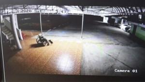 Huiveringwekkende beelden: 'geest' van overleden man maakt ritje in rolstoel