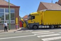 Truck ramt schoolpoort