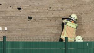 Brandweer zoekt naar spouwmuurbrand in Beringen, Stationsstraat afgesloten