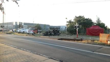 48-jarige bestuurder uit Lommel overleden na klap met trein in Pelt