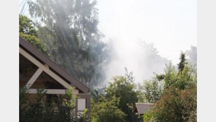 Brandweer rukt uit voor brandende composthoop in Linkhout