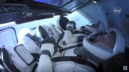 LIVE. Crew Dragon-capsule succesvol gekoppeld aan het ISS