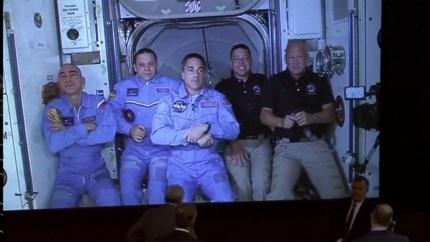 LIVE. Astronauten SpaceX met succes aangekomen in ISS
