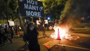 Onrust in VS: tankwagen probeert betogers om te rijden en Trump schuilt in een bunker