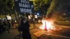 Onrust in VS: tankwagen probeert op betogers in te rijden, rellen, plunderingen en Trump in een bunker