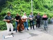 Genkse band viert open grenzen met concert aan gesloten grens