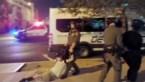 Onschuldige voorbijganger tegen de grond gesmeten door politie