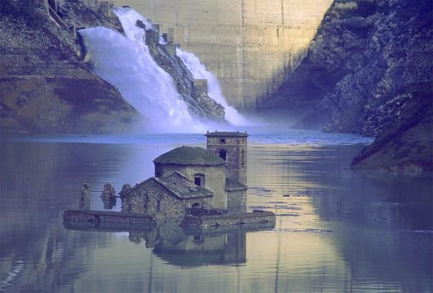 Ondergelopen Italiaans dorp komt weer bovendrijven