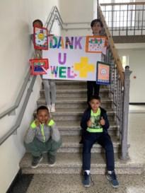 Het Wit-Gele Kruis schenkt tientallen tablets aan scholengemeenschap de Speling