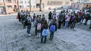 Atheneum Campus Van Eyck overhandigt middelbaar diploma via drive-in