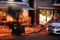 Auto rijdt terras op in Nederlands-Limburg: zes gewonden