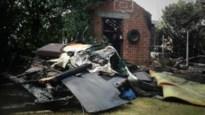 Tuinhuisje met kampeerwagen uitgebrand