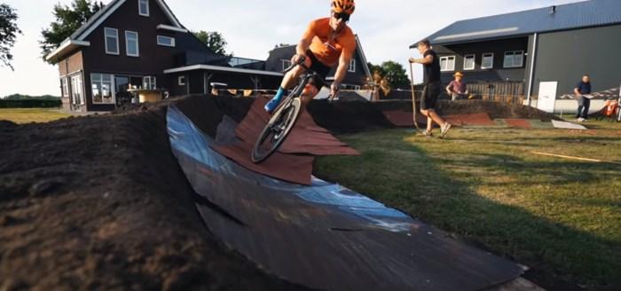Nederlanders verpulveren werelduurrecord in de tuin, met wat hulp van Victor Campenaerts