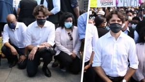 Justin Trudeau gaat op de knieën tijdens anti-racismebetoging