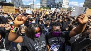 Bijna 100 arrestaties en 28 agenten gewond bij antiracismeprotesten in Duitsland