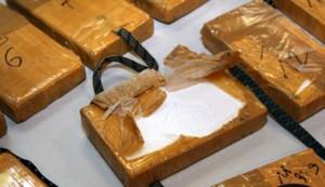 Drugsdealer verstopt 34 pakjes cocaïne in zijn mond tijdens huiszoeking