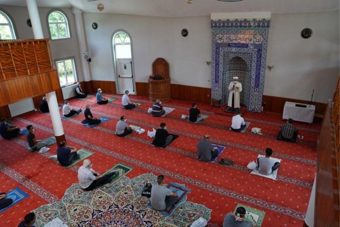 """Eerste vrijdaggebed in Limburgse moskeeën verloopt vlot: """"Op een veilige manier bidden"""""""