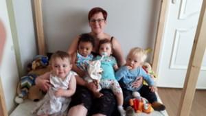 Onthaalouder Elke maakt leuke vaderdagcadeautjes met de opvangkinderen