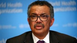 """WHO gaat coronarichtlijnen aanpassen na """"groot nieuws"""" over medicijn"""